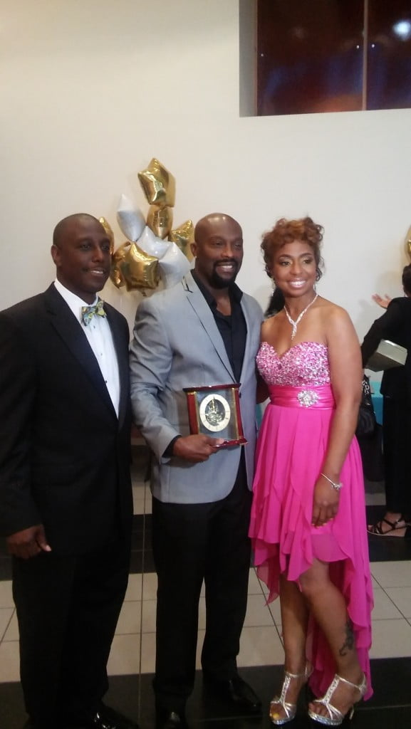 Ro Brooks receiving the 2015 Trailblazer Entertainment Award